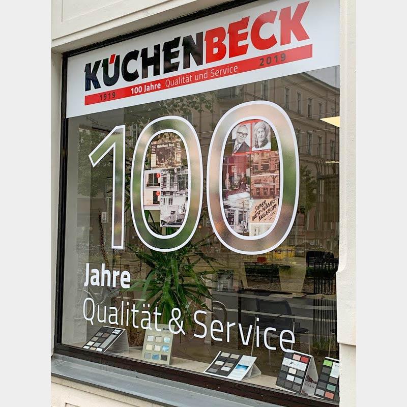 Schaufenstergestaltung anlässlich des 100jährigen Jubiläums der Firma KüchenBeck in Leipzig | im Auftrag von Liebmann PR, Leipzig